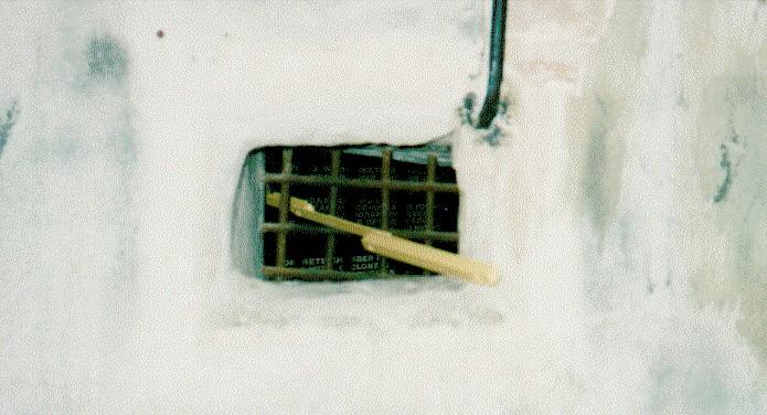 Abbildung 16: Lediglich Vergittertes Verbindungsloch Zwischen Raum E Und C.  Wäre Wie Bezeugt Von Raum E Aus CO Giftgas In Raum E Eingeleitet Worden, ...