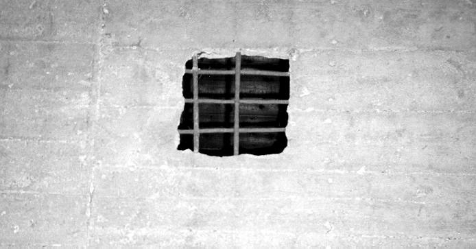 Abbildung 17: Auch Im Krematorium Von Majdanek Soll Es Eine  Blausäure Gaskammer Gegeben Haben. Als Beweis Gilt Das Hier Gezeigte  Zyklon B Einwurfloch ...