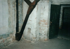 One of the two doors of the Gaskammer using hydrocyanic acid